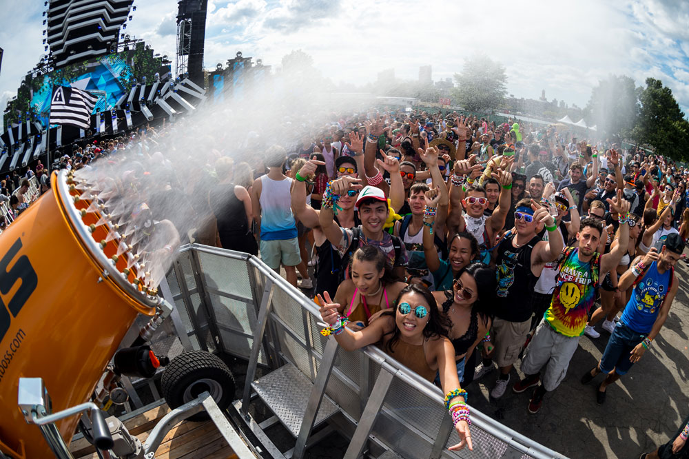 Entertaining Crowd Cooling Preventing Illness at Electric Zoo Festival